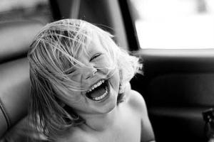 niña riendo 2